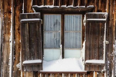 Snowy Window ©Pixabay