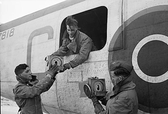 PigeonService-RAF-WWII.ImperialWarMuseum